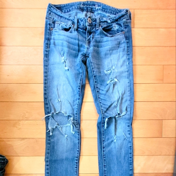 American eagle ripped blue jeans